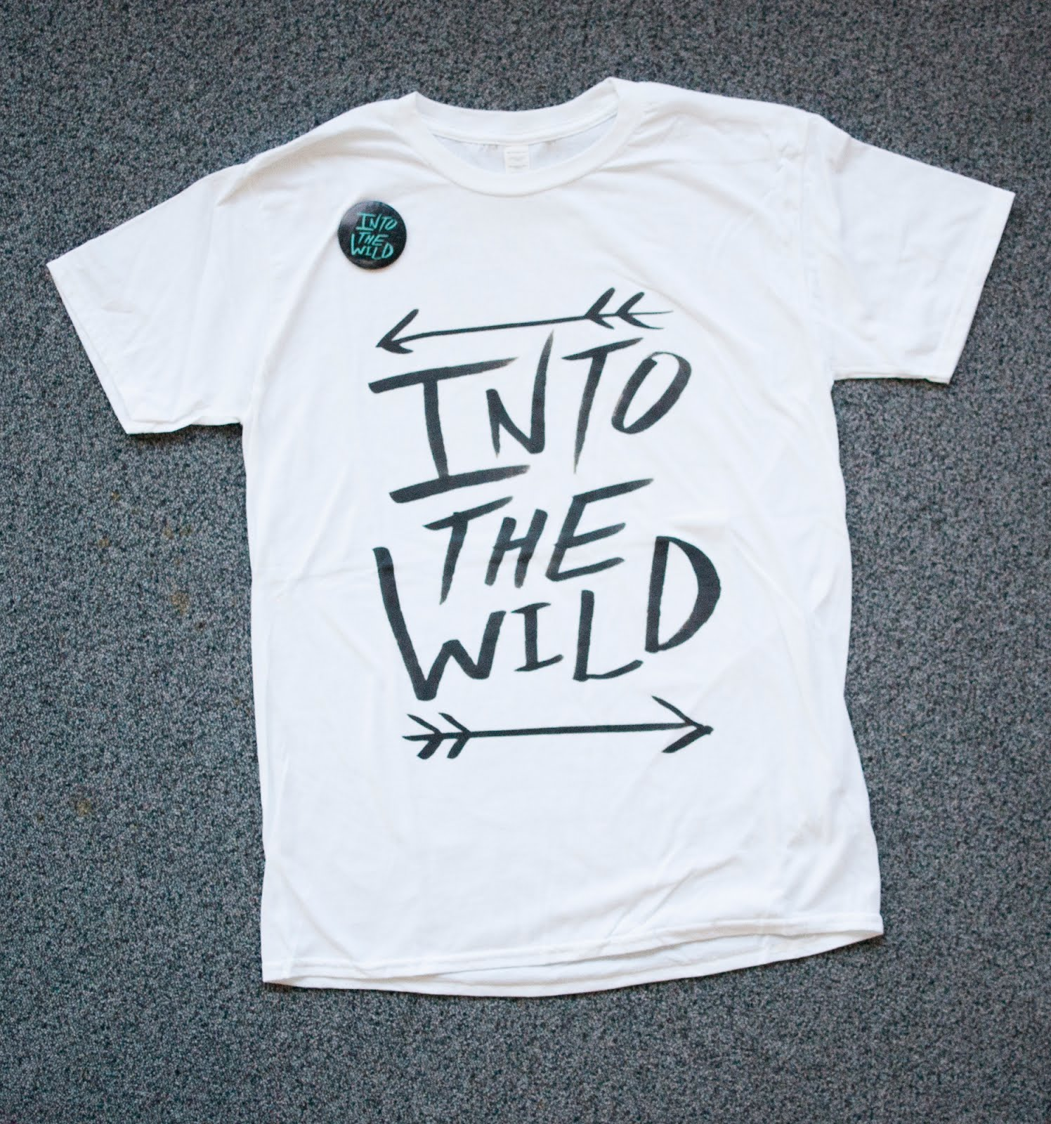 T-shirt_into_the_wild_leah_flores