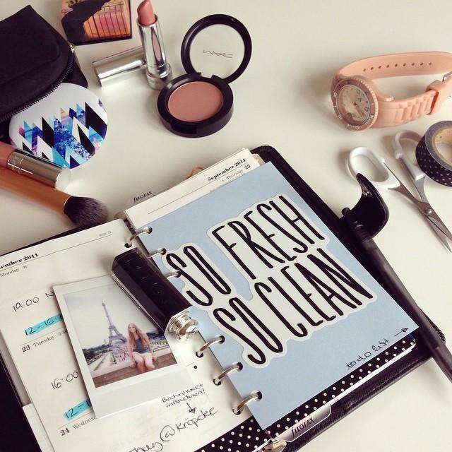 Maneras de decorar una agenda con pegatinas con forma personalizada